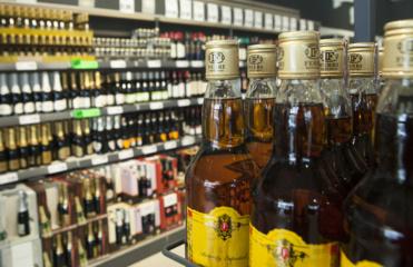 Rokiškyje parduotuvėje neblaivus vyras pavogė alkoholinių gėrimų