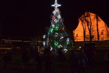Kalėdų eglė įžiebta ir Veisiejuose