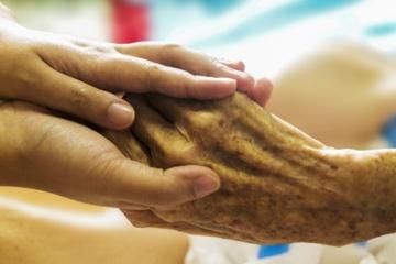 Gyvybiškai svarbi žinia: kompensuos daugiau slaugos paslaugų namuose