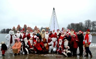 Pagėgių bendruomenės 19 Kalėdų Senelių keliavo į suvažiavimą Trakuose