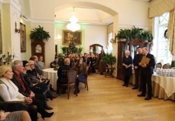 Raudondvarį papuošusiems Kauno rajono moksleiviams atsidėkota dovanomis ir pyragu