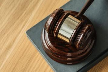 Pamiršti skolą ar imtis teisinių veiksmų?
