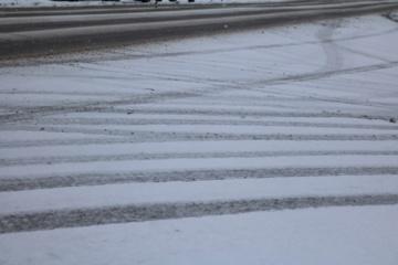 Mažesnio eismo intensyvumo rajoniniuose keliuose yra slidžių ruožų