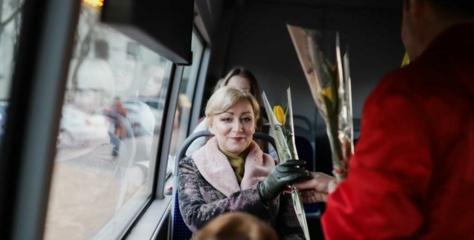 Alytaus autobusų keleivėms maloni dovana