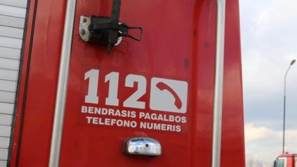 Klaipėdos rajone apvirto automobilis, prireikė ugniagesių pagalbos