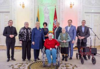 Prezidentūroje apdovanoti Širvintų parapijos globos namai