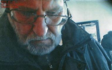 Policija prašo pagalbos atpažinti pinigus pasisavinusį asmenį