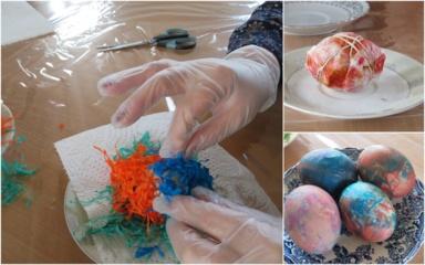 Kiaušinius dažome… krepiniu popieriumi