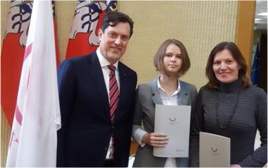 Lietuvos Respublikos Seime apdovanota Likiškėlių progimnazijos mokinė
