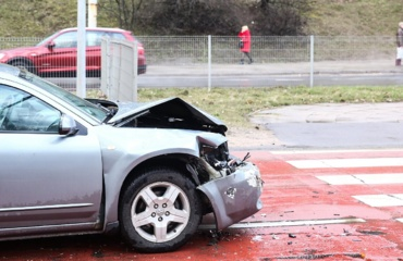 Bandymas sutaupyti vairuotojai pasibaigė skaudžiai: po eismo įvykio teko plačiai atverti piniginę