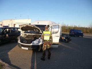 Kalvarijos pasieniečiai sulaikė mikroautobusą, įtariama, suklastotu kėbulo numeriu