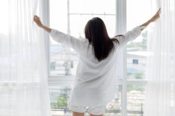 Užuolaidų priežiūros atmintinė: kodėl svarbu pasirūpinti užuolaidų švara?