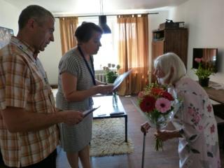 Anykščiuose balsavo 101-erių metų močiutė