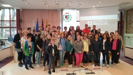 """""""Sandoros"""" progimnazijos žinutė butelyje–  tarpkultūrinio bendradarbiavimo rezultatas"""