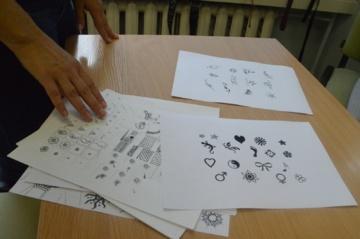 Vaikai pasipuošė chna tatuiruotėmis