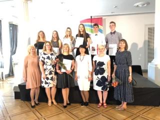 Vilniuje įteikti Edinburgo hercogo apdovanojimų programos ženkleliai ir tarptautiniai sertifikatai Simono Daukanto gimnazistams