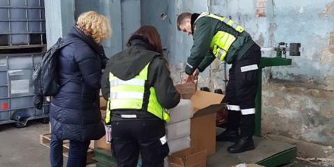 Tarptautinės operacijos metu Lietuvos muitininkai sulaikė 335tūkst. suklastotų saldainių