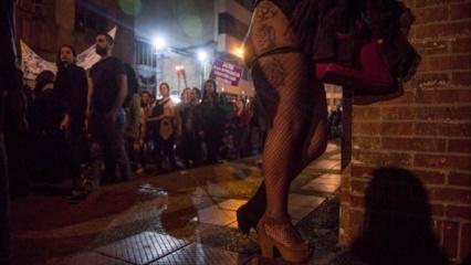 Raudonųjų žibintų kvartale prostitute dirbti įkalbinėtą paauglę lietuvis lepino kaip princesę