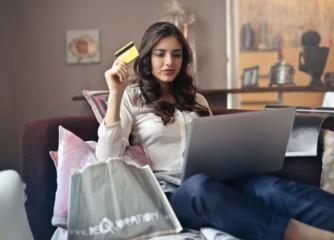 Karantinas nuo pirkimo neatbaidė – vis daugiau žmonių atranda elektroninę komerciją