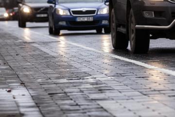 Lietuvos automobilių kelių direkcija įspėja vairuotojus: keliuose yra slidžių ruožų