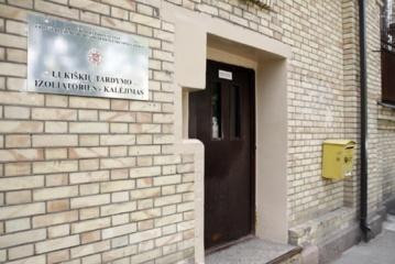 Nutylėta kova Lukiškėse: itin pavojingas žudikas pareigūnus puolė savadarbiais ginklais