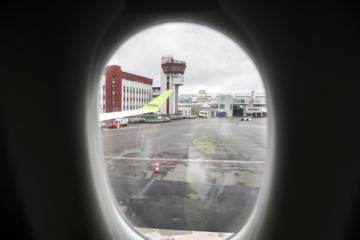 Keliavimas lėktuvais gripo sezono metu – specialistų patarimai padės nesusirgti