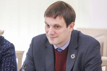 """""""Linava"""" dėl vairuotojų atlyginimų koeficientų kreipėsi į Seimo narius, kliuvo ir T. Tomilinui"""