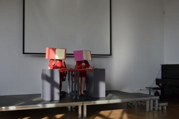 Zarasuose parodytas objektų ir kaukių teatro spektaklis