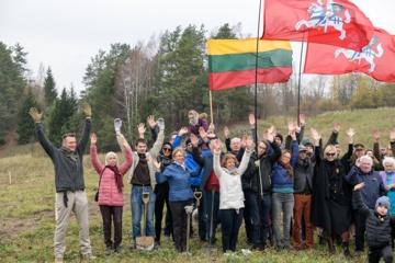 Pasodinta ąžuolų giraitė Jono Noreikos-Generolo Vėtros atminimui