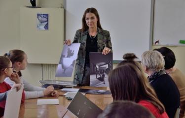 Simono Daukanto gimnazijos II inžinerinės klasės mokiniai susitiko su dailininke – dizainere Airida Skrickiene