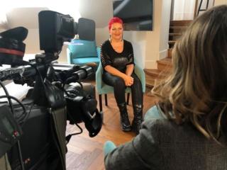 """""""Lietuvos balsas. Senjorai"""" dalyvė emigrantė Nijolė: pradėjo slapstydamasi nuo policijos, dabar turi klestintį verslą Londone"""