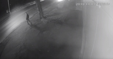 Policija prašo atpažinti asmenį (vaizdo įrašas)