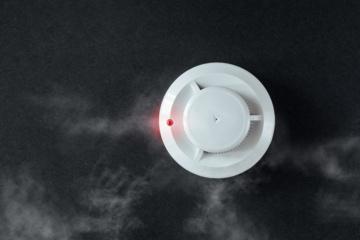 Lietuvių abejingumas gaisro atveju: dūmų detektorių turi kas 5 gyventojas, gesintuvas – kas antruose namuose