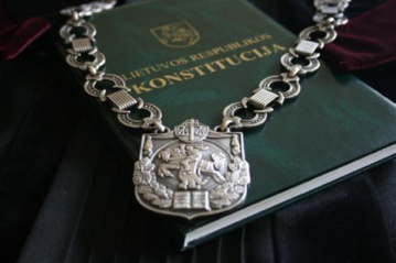 Aukščiausiasis Teismas atmetė įtėvių, siekusių panaikinti įvaikinimą, skundą