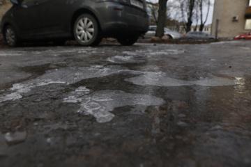 Varėnos rajono keliuose susiformavo plikledis