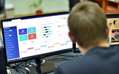 Ar verta būti programuotoju: kiek šie specialistai uždirba Lietuvoje?