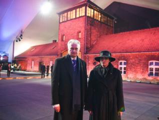 Prezidentas ir pirmoji ponia pagerbė Holokausto aukas Lenkijoje