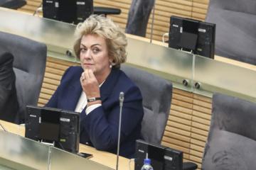 Seimo narių parašai inicijuoti apkaltos komisiją I. Rozovai surinkti