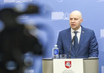 A. Veryga nurodo institucijoms ir savivaldybėms teikti pagalbą žmonėms, Šiauliuose atšauti masinius renginius