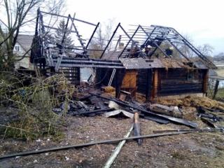 Taujėnuose per gaisrą sudegė vištos ir šuo
