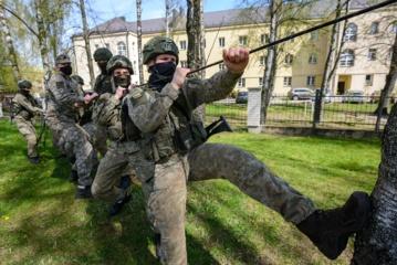 Ilgąjį savaitgalį kariūnai nenuobodžiauja