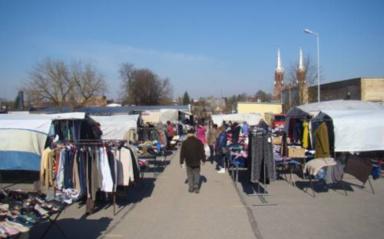 Miesto turgus traukiasi ir dėl aukštų prekių kainų