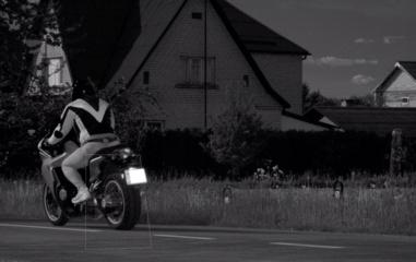 Motociklo vairuotojui teks prisiminti viešojo transporto privalumus