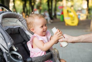 Perspėjimas tėveliams: kūdikių mišinukuose – daugiau cukraus negu limonade
