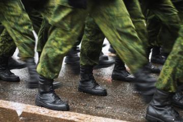 Ugandos opozicijos lyderis B. Wine'as sako, kad į jo namus įsiveržė kariai