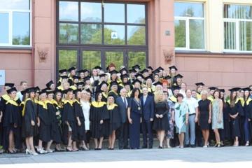 Marijampolės kolegijoje šventė – absolventams įteikti mokslo baigimo diplomai