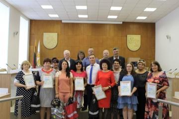 """Apdovanoti konkurso """"Eismo saugumas bendruomenėse"""" dalyviai"""