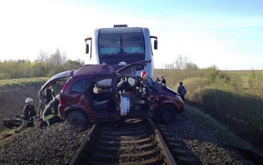 Siekiantis papirkti pareigūną vairuotojas turėtų suprasti, kad traukinio jis nepapirks (vaizdo įrašas)