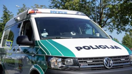 Šiauliuose neblaivus vairuotojas apgadino gatvės apšvietimo stulpą