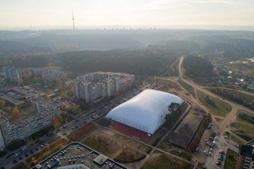 Sostinėje atidaromas pripučiamu kupolu dengtas Pilaitės futbolo maniežas